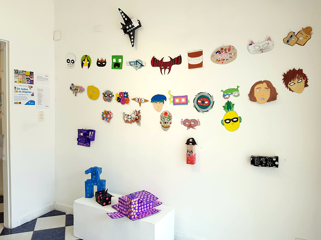 Exposição Arte para Crianças máscaras cores
