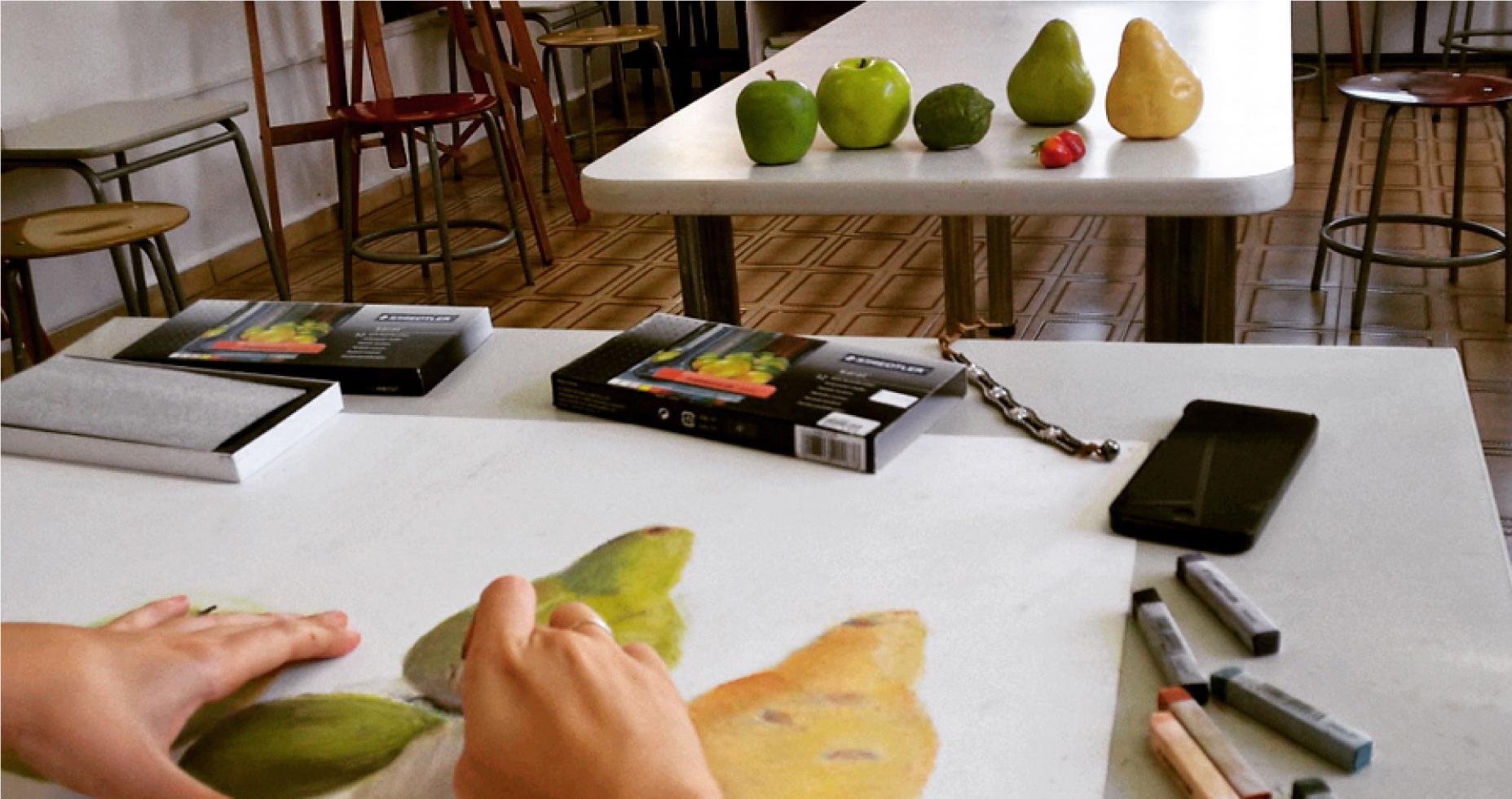 desenho em atelier observação frutas cores composição