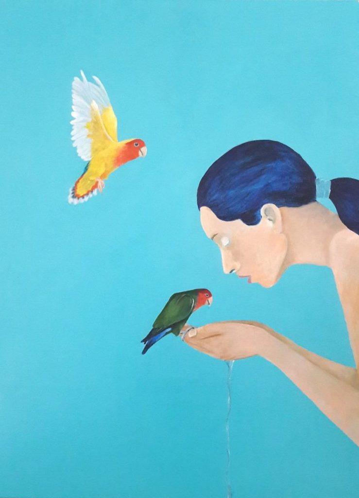 """Imagem com o título """"Água"""", feita em acrílica sobre tela. Há uma mulher sobre fundo azul, um pássaro verde em sua mão e um pássaro amarelo voando"""