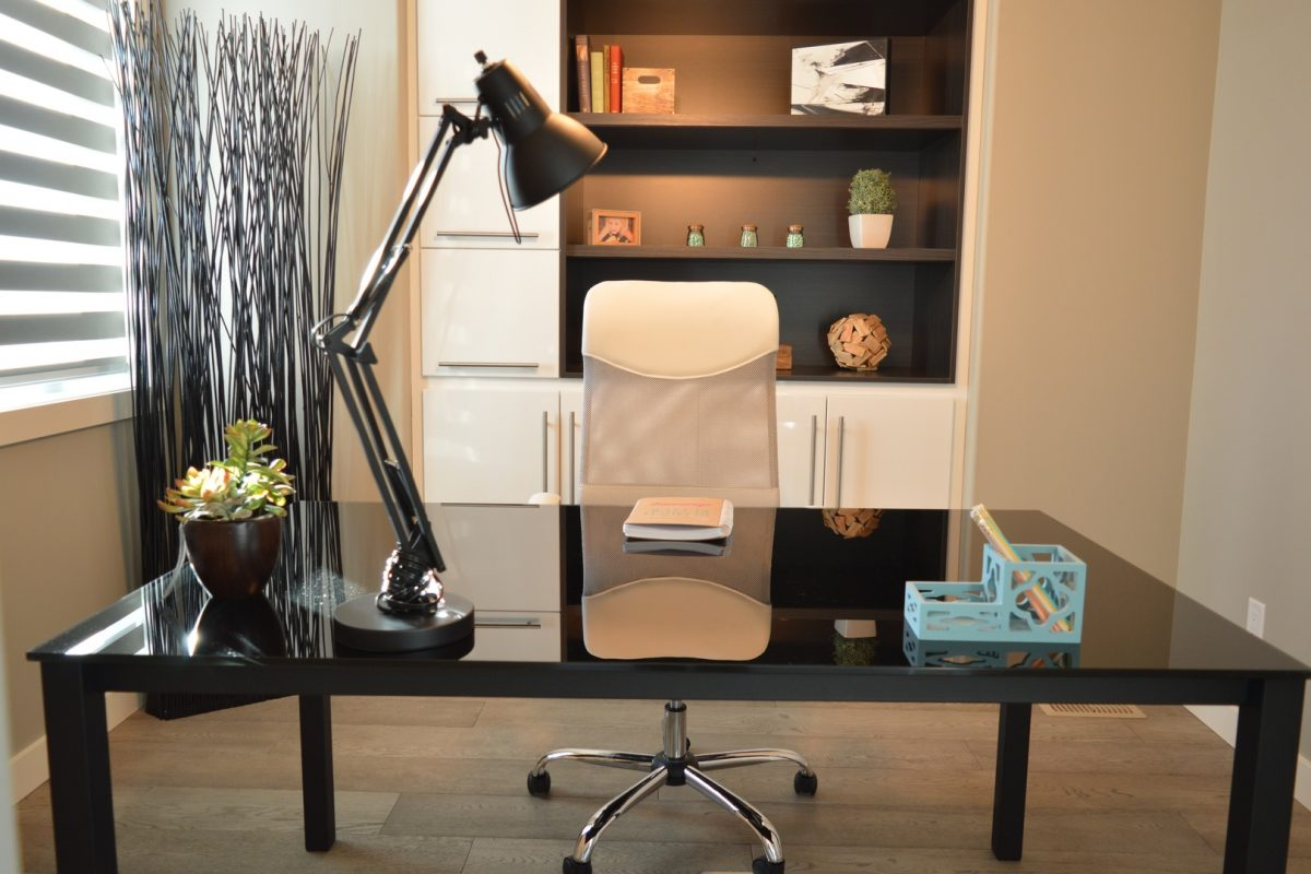 desk-table-house-chair-interior-home-670079-pxhere.com